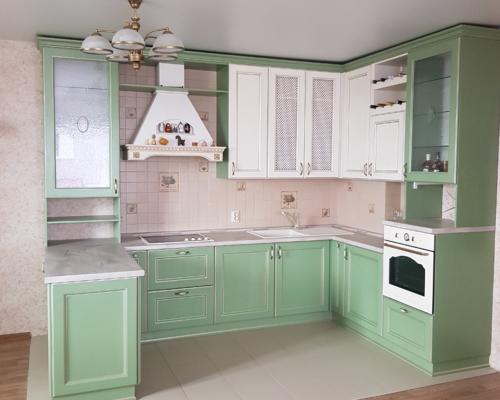 Кухня массив зеленая-шампань